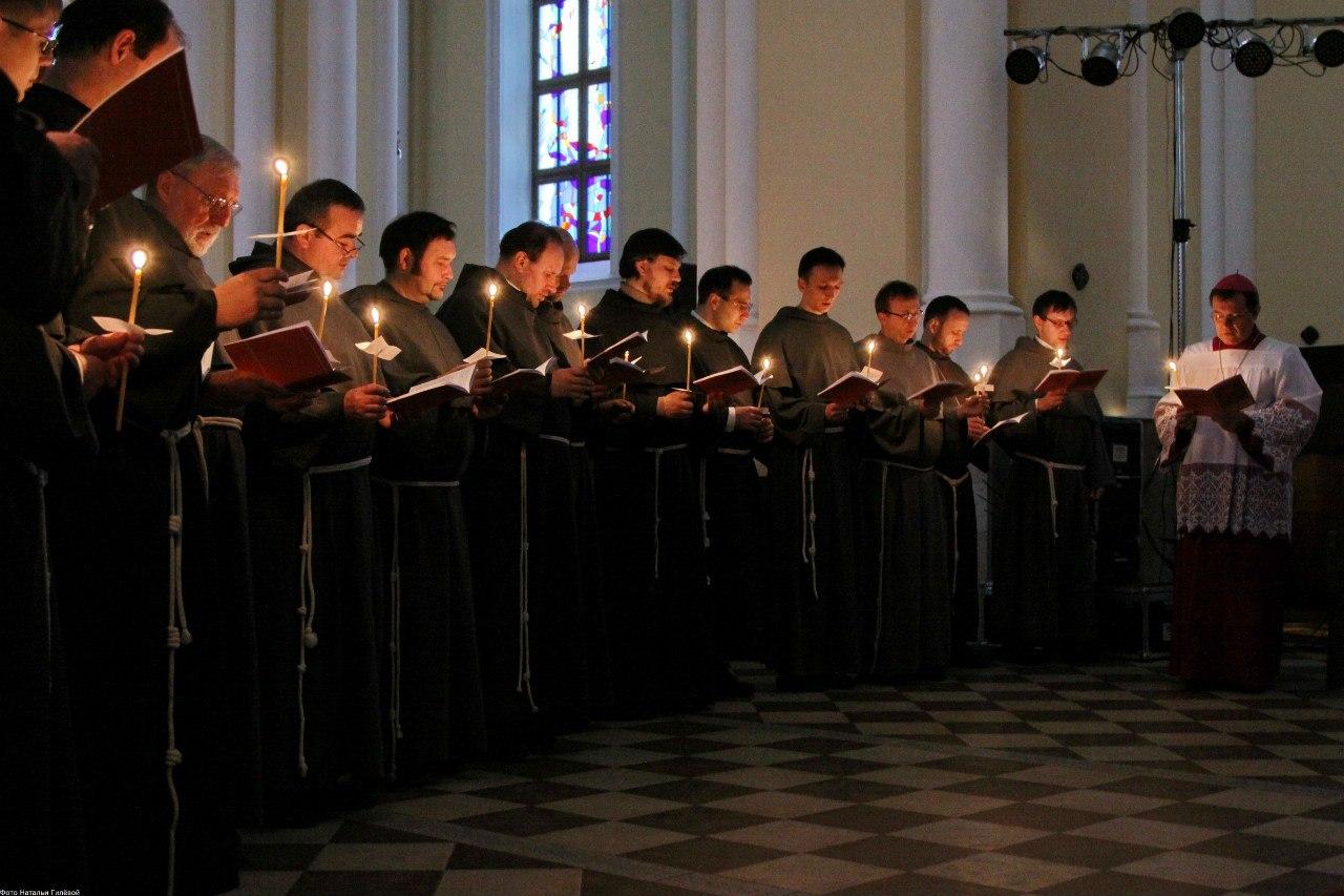 "Встреча с францисканцами 15 мая в ""Буквоеде"""