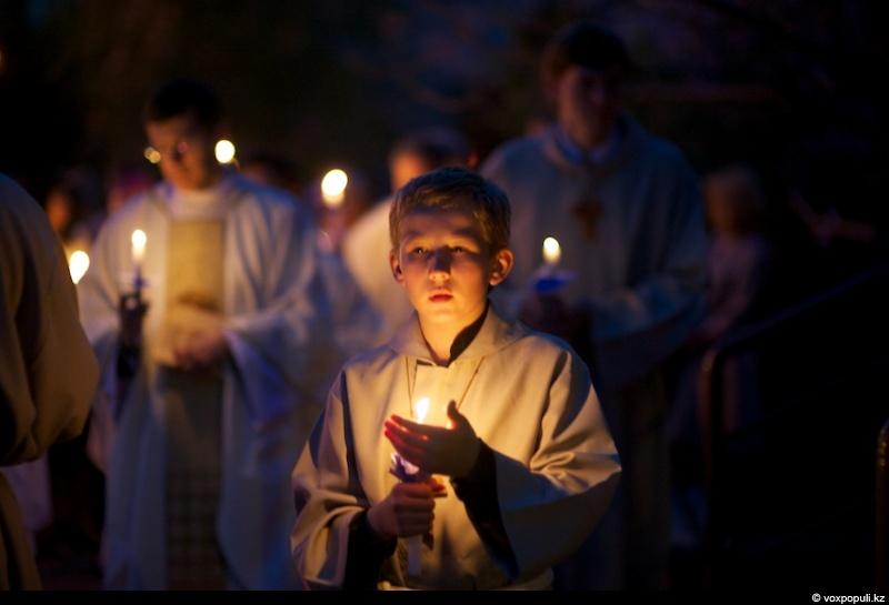 Навечерие Пасхи в святую Ночь. Светильничное богослужение