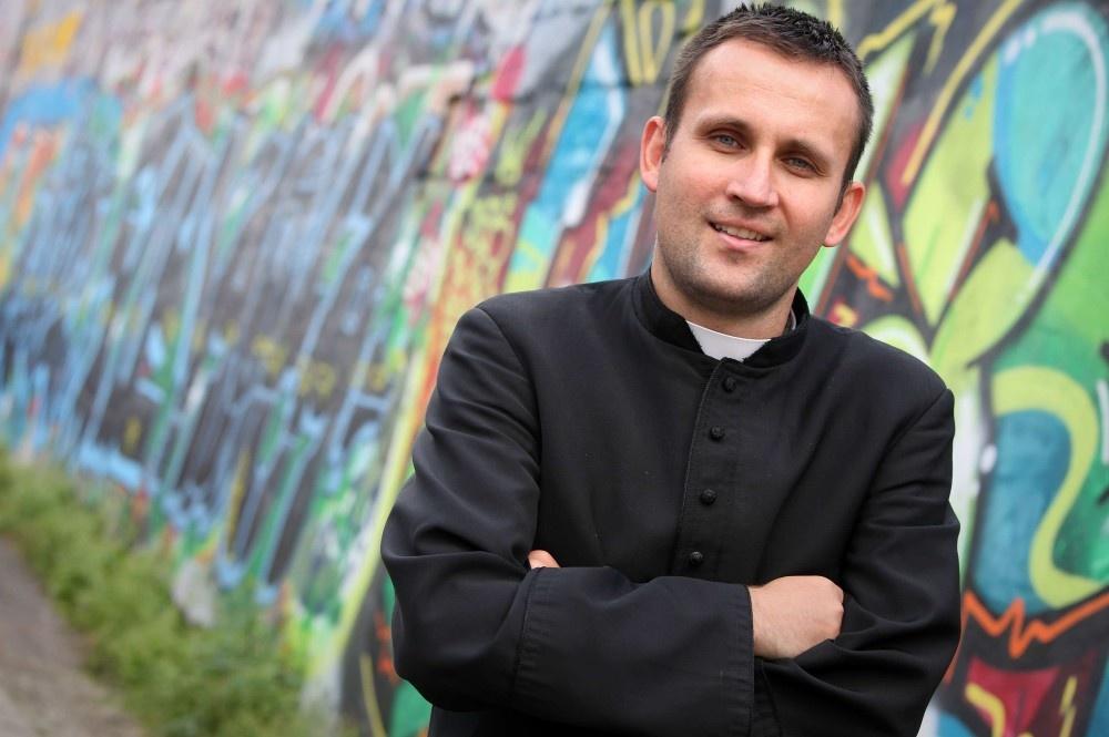 Якуб Бартчак — рэпер, который стал священником