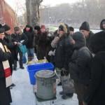 Каритас Омска поздравил бездомных с Новым годом и Рождеством