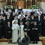 Хорватские монашествующие поют хвалу Богу