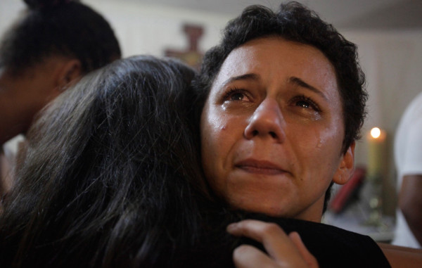 Лидиана Перейра не может сдержать эмоции после получения своего первого облачения. Фото: Ricardo Moraes/Reuters (BRAZIL)