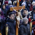 Католики совершили Крестный путь по улицам Москвы