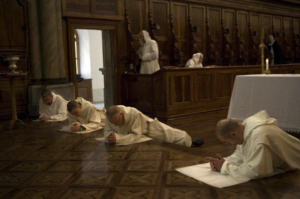 Молитва перед алтарем