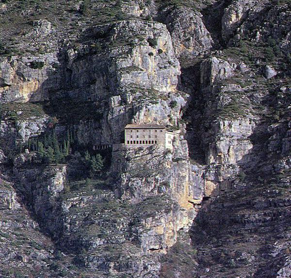 Скит святого Онуфрия. Морроне. Сульмона. Фото: R.Monasteri