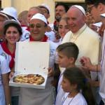 Путём Матери Терезы: в Ватикане устроили обед для бедных