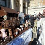 Папе подарили Ноев ковчег из шоколада