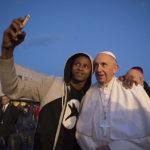 Исламские беженцы принимают христианство