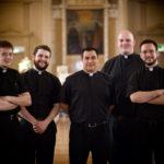 Почему священники носят чёрное?