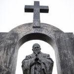 Католический приход во Франции спас памятник Иоанну Павлу II от демонтирования