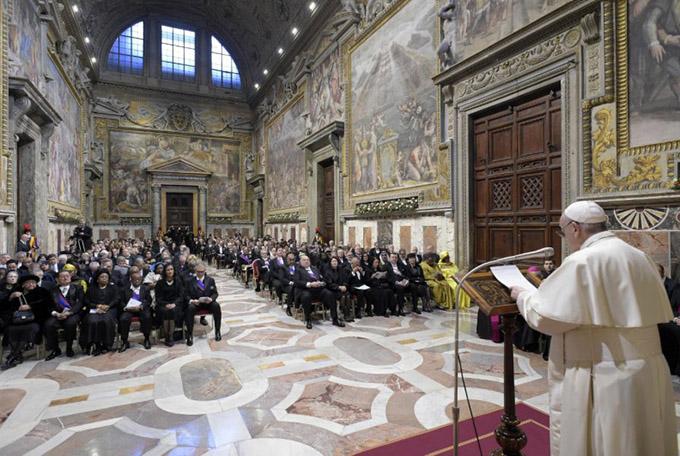 Папа встретился с послами при Святом Престоле