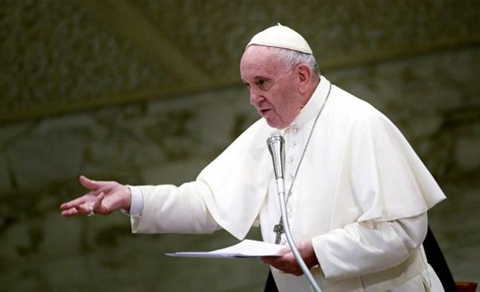 Папа перенёс ВДМ и Всемирную встречу семей