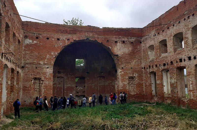 Католики Саратова и Маркса совершили паломничество к разрушенным историческим храмам