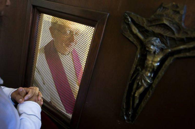Зачем исповедовать грехи священнику?