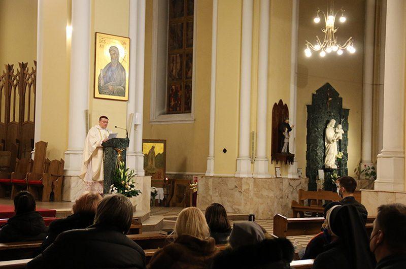 Фото: Месса за погибших от пандемии Covid-19 в Москве