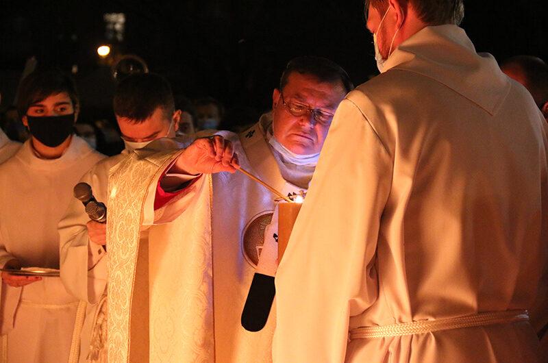 Христос Воскрес: Литургия Навечерия Пасхи в Кафедральном соборе в Москве