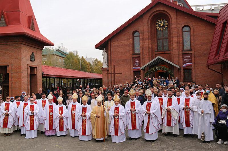 Празднование 30-летия восстановления структур Католической Церкви в России Новосибирске